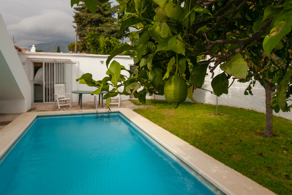 Great location, nice views, own private garden with big pool, sun from morning to sunset. What else ,Spain