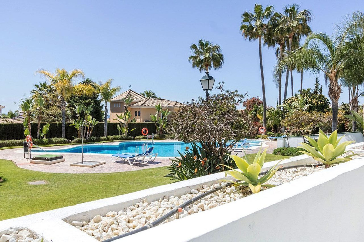 , Bahia de Marbella, Costa del Sol. 3 Bedrooms, 3 Bathrooms, Built 229 m², Terrace 44 m².  Setting :, Spain