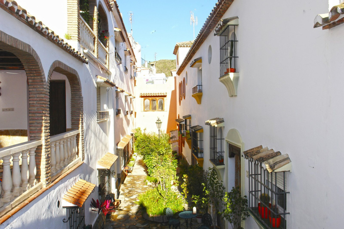 Rare little gem for sale in the heart of Benahavis. Located in a cul-de-sac ensures tranquility and ,Spain