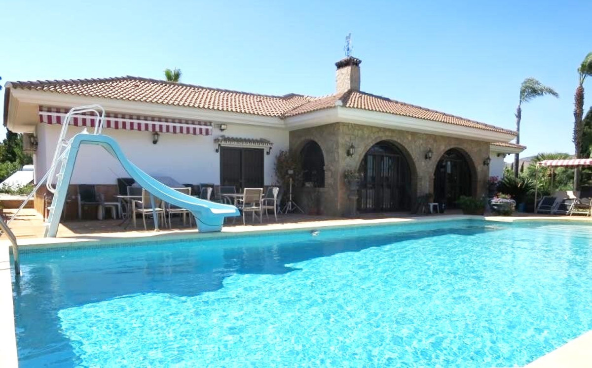 Stunning paradisiacal style villa with beautiful views of the port of Malaga. Location in a quiet ar,Spain