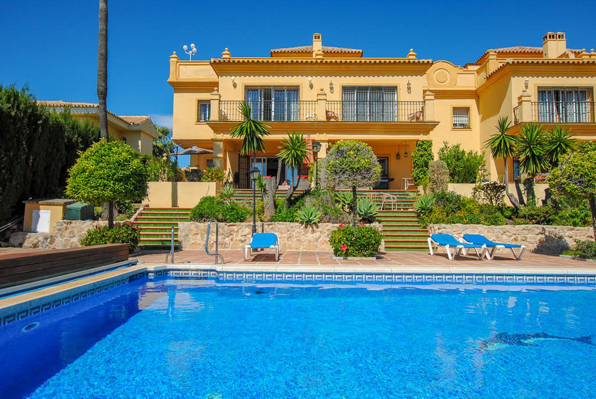 Wonderful corner townhouse in a complex in Riviera del sol with only 7 townhouses with a big and bea, Spain
