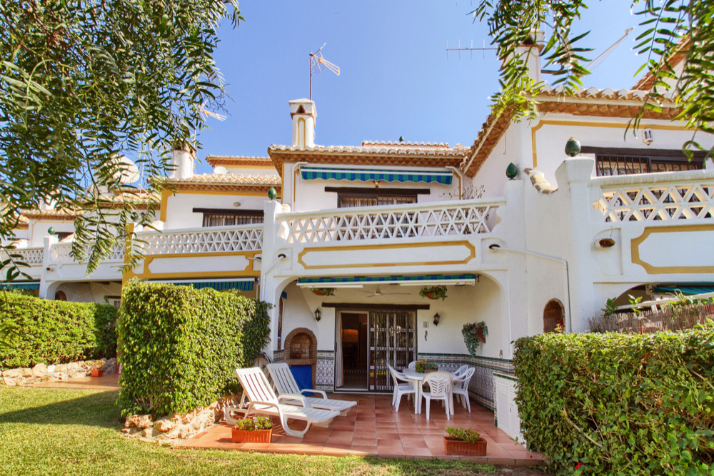 Calahonda, Belindas . Townhouse with three floors, with open terrace, solarium and garden.  Chimney.,Spain