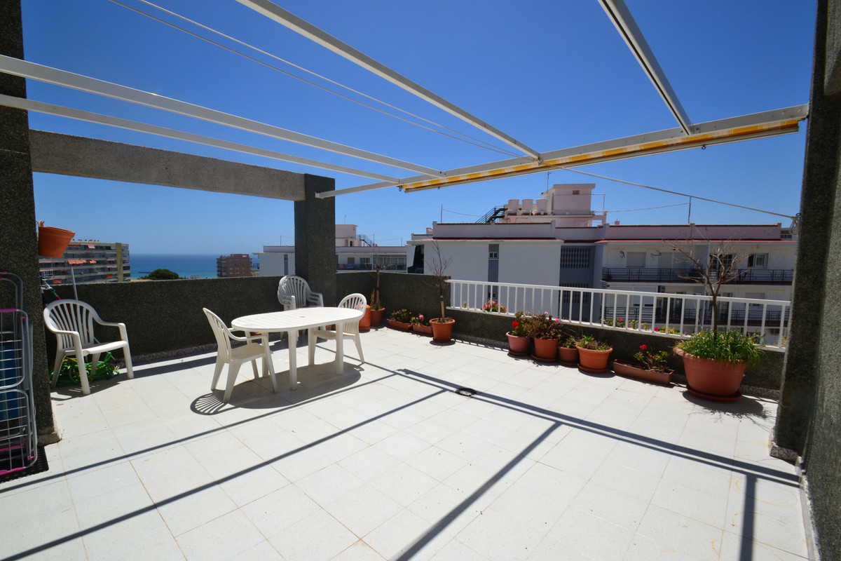 Fantastic 2 bedroom penthouse in Benalmadena, located just 10 min walk from the beach. The house con, Spain