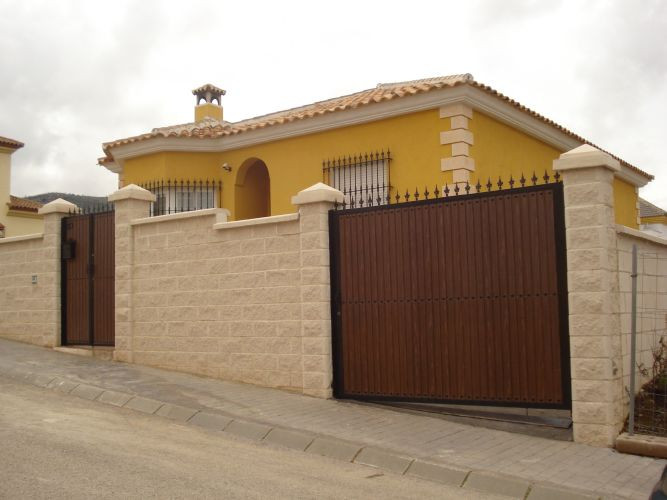 Detached villa in Casabermeja. The house is divided into two floors and has living room, kitchen, 5 ,Spain