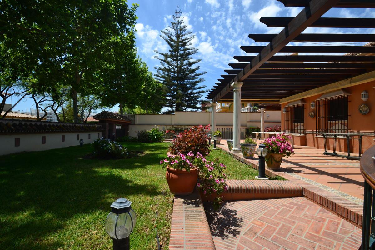 Villa 4 Dormitorios en Venta Benalmadena