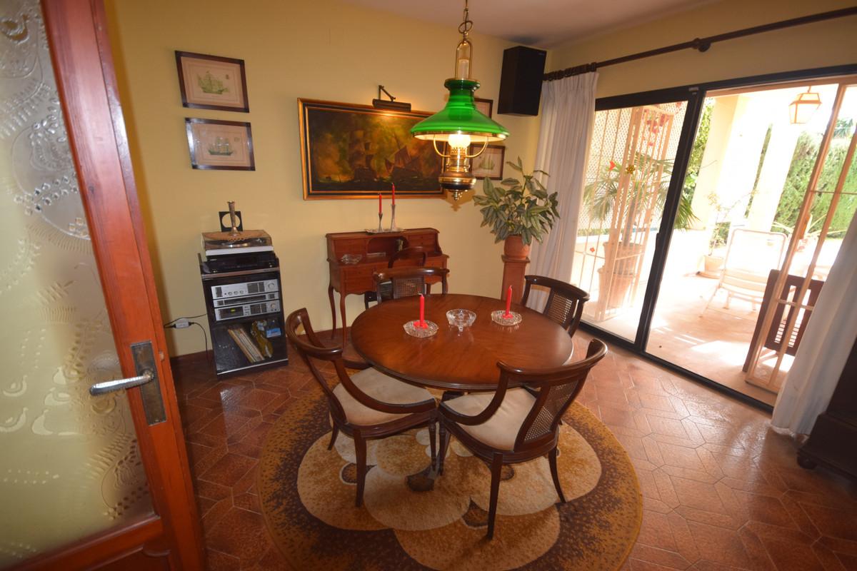 Villa en Venta en Marbella – R3792985