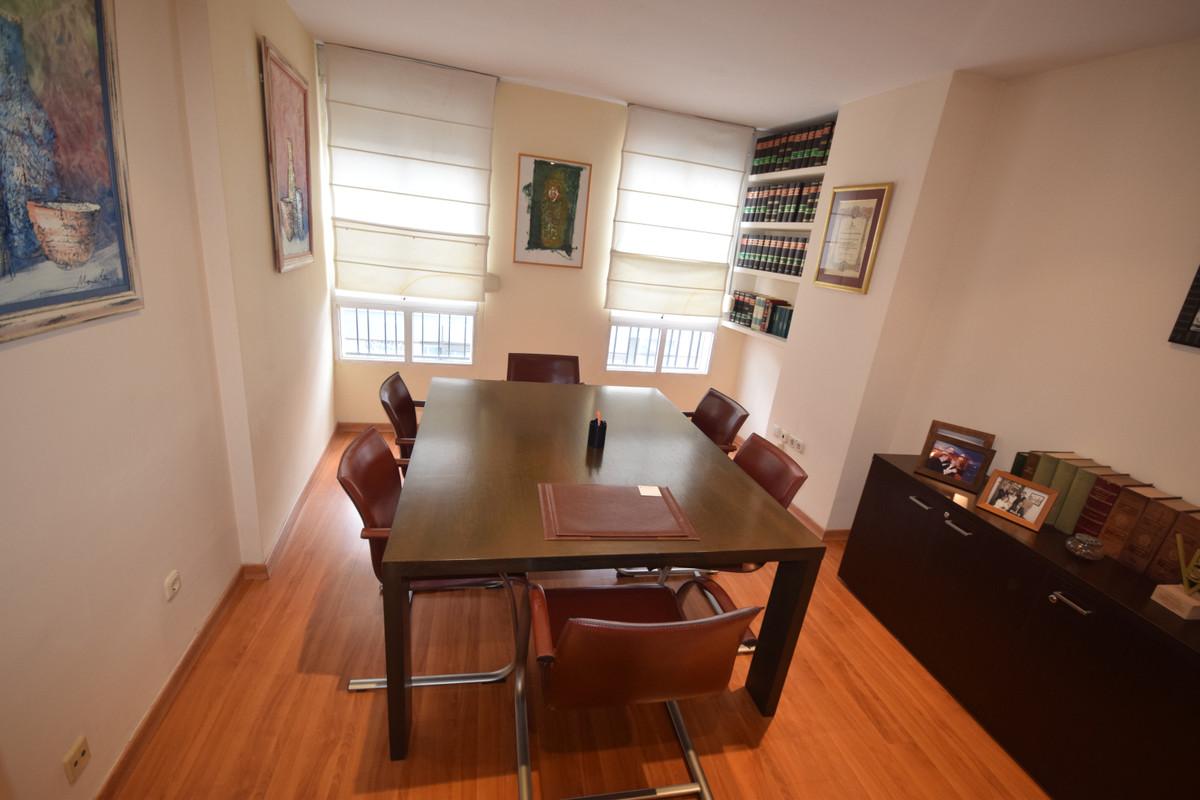 Marbella Banus Apartamento Planta Media en Venta en Marbella – R3759322