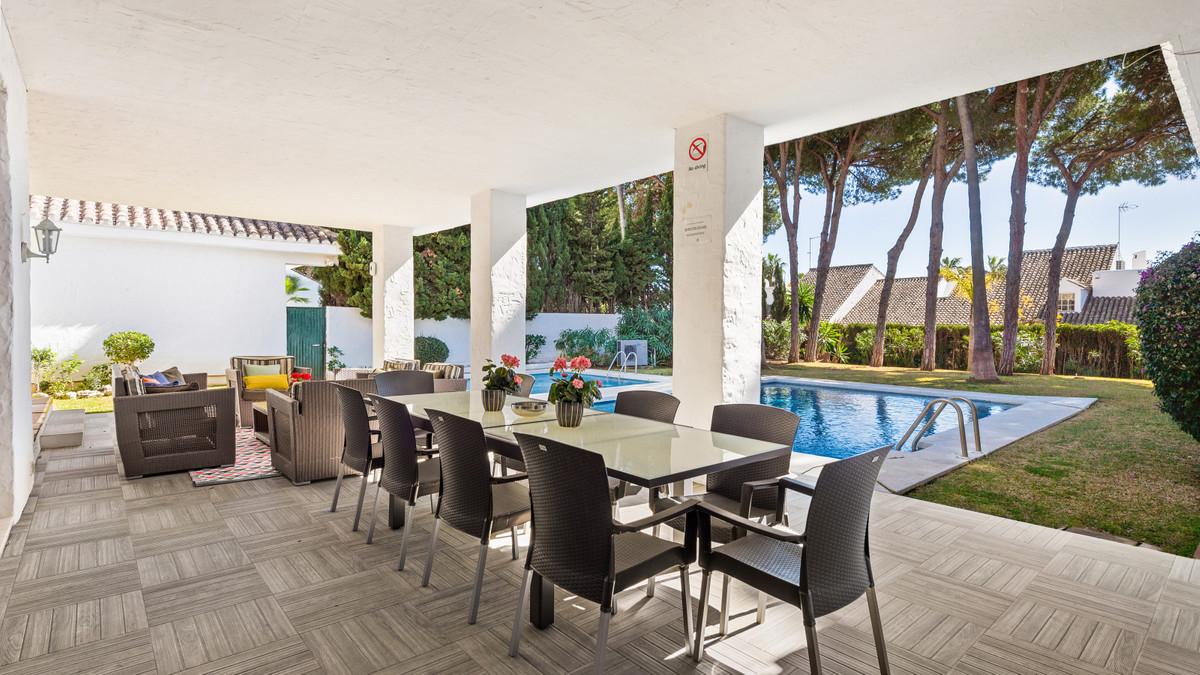 Villa en Venta en Puerto Banús – R3799474