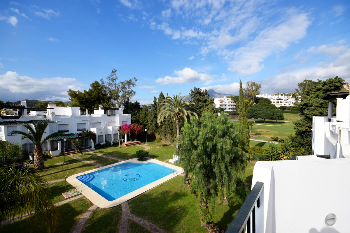 Marbella Banus Adosado en Venta en Nueva Andalucía – R3846538