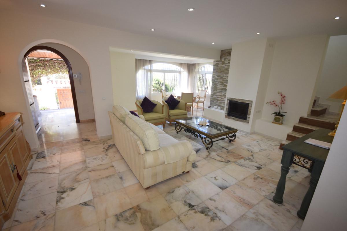 Villa en Venta en Marbella – R3811321