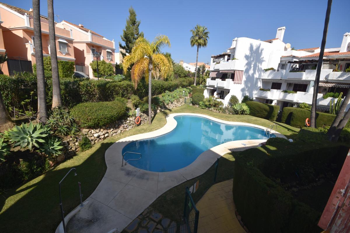 Marbella Banus Apartamento en Venta en New Golden Mile – R3810922