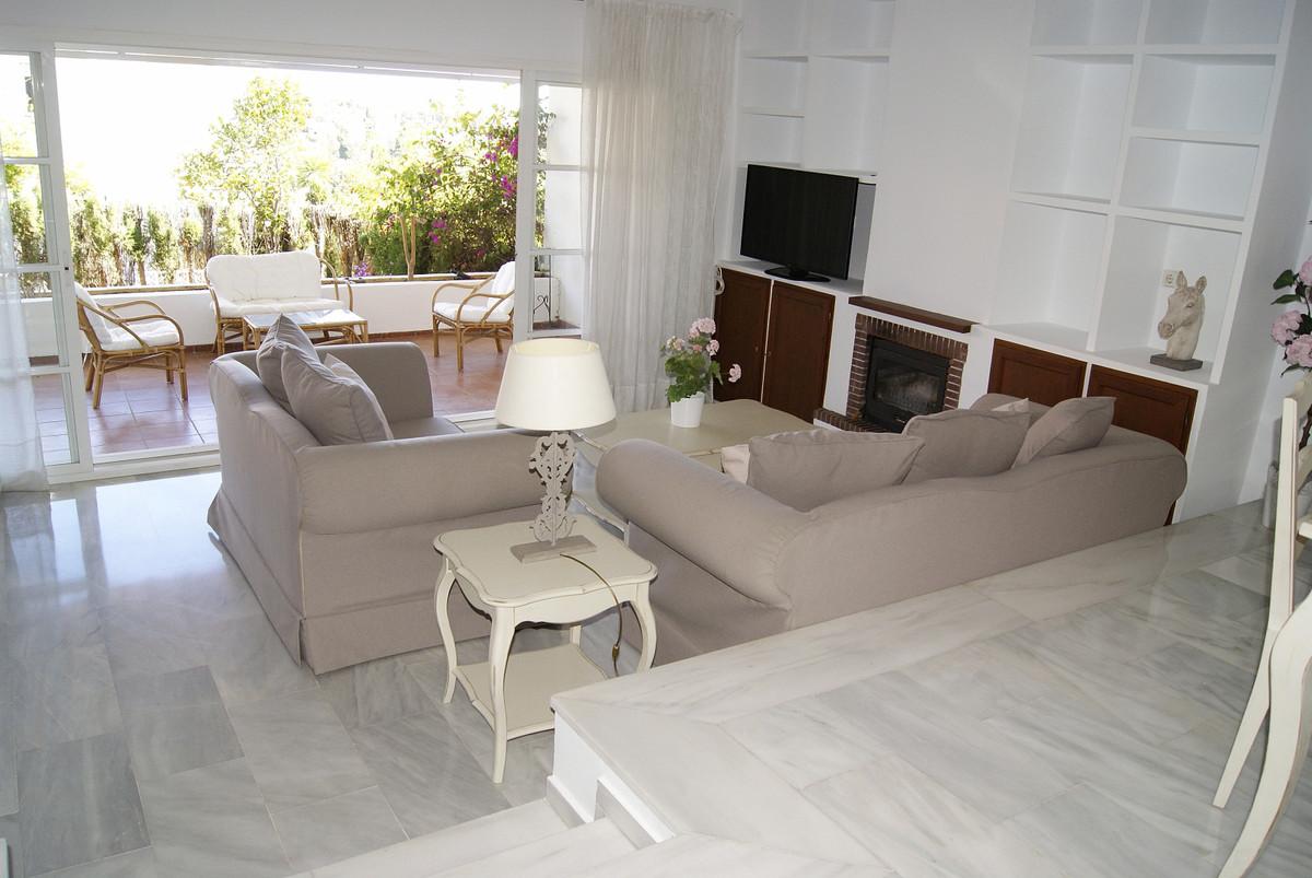 Marbella Banus Adosado en Venta en Atalaya – R3803770