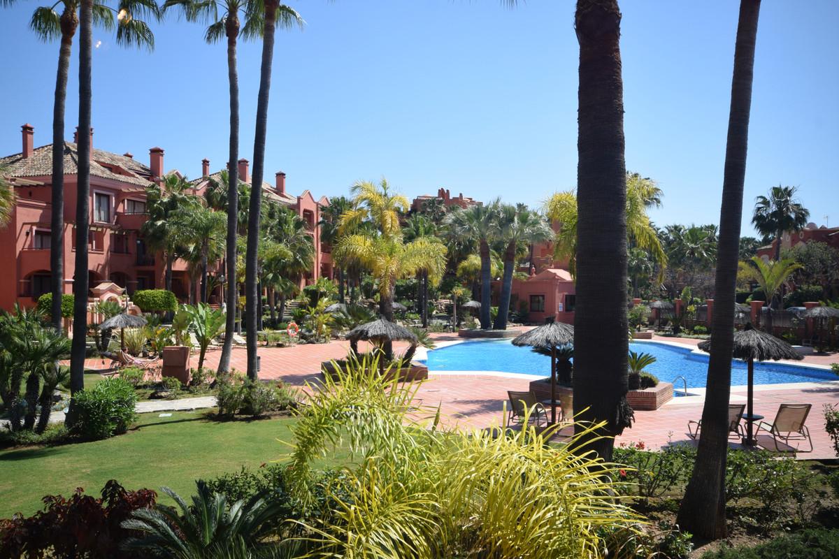 Marbella Banus Apartamento en Venta en Puerto Banús – R3857650