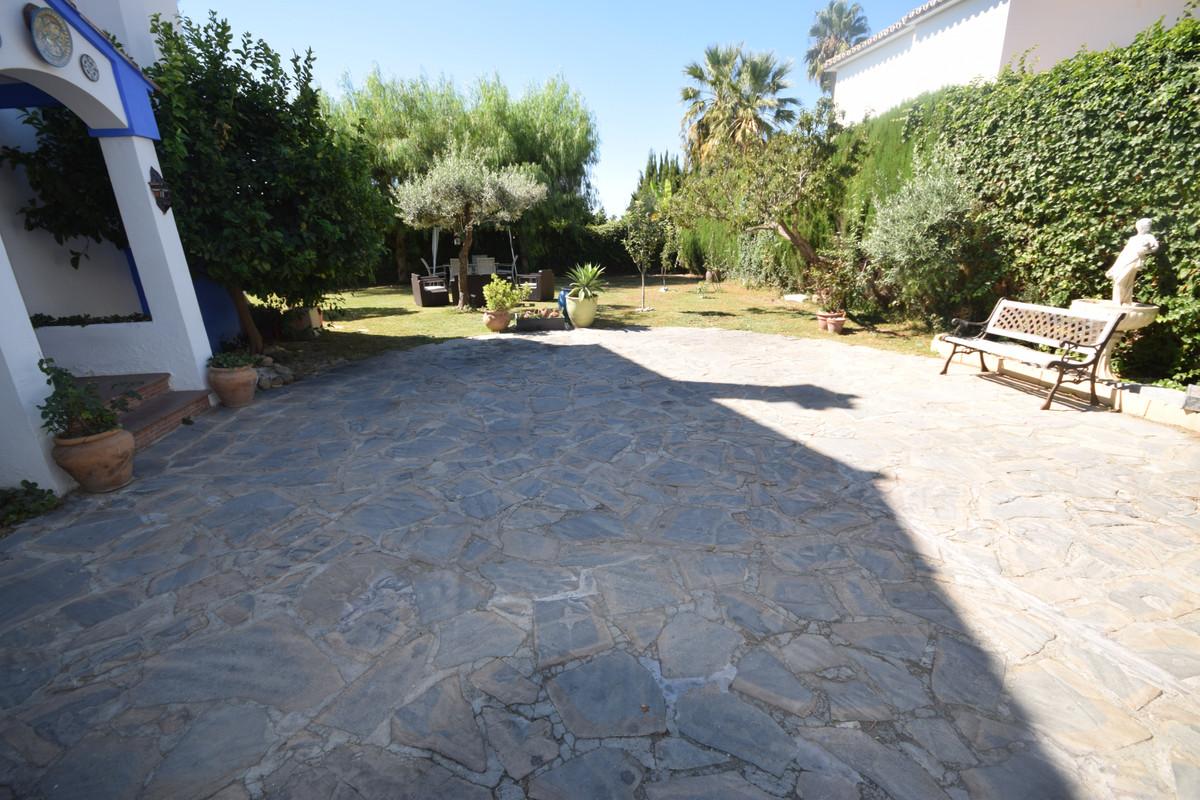 Villa en Venta en Marbella – R3923101