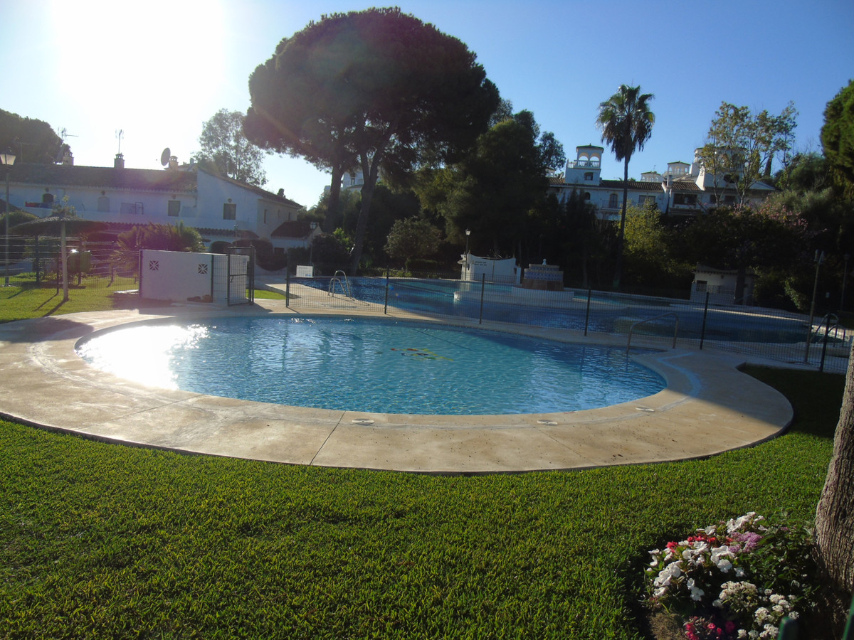 Marbella Banus Adosado en Venta en Elviria – R3583114