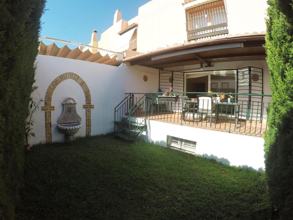 Marbella Banus Adosado en Venta en Marbella – R3810238