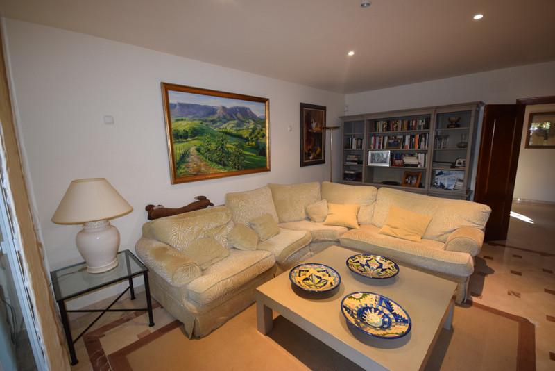Adosada en venta en Marbella – R3613790