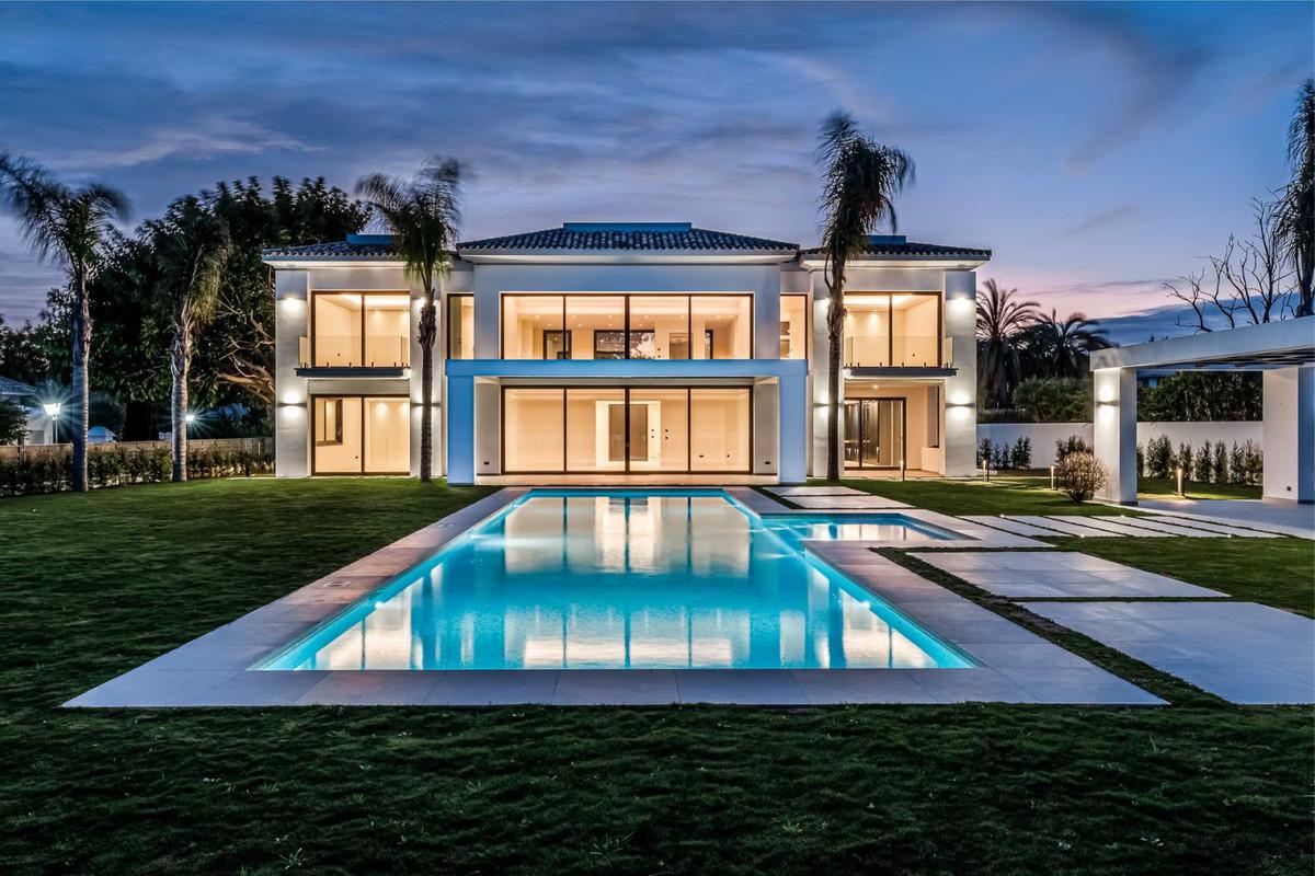Villa en Venta en Guadalmina Baja – R3799921