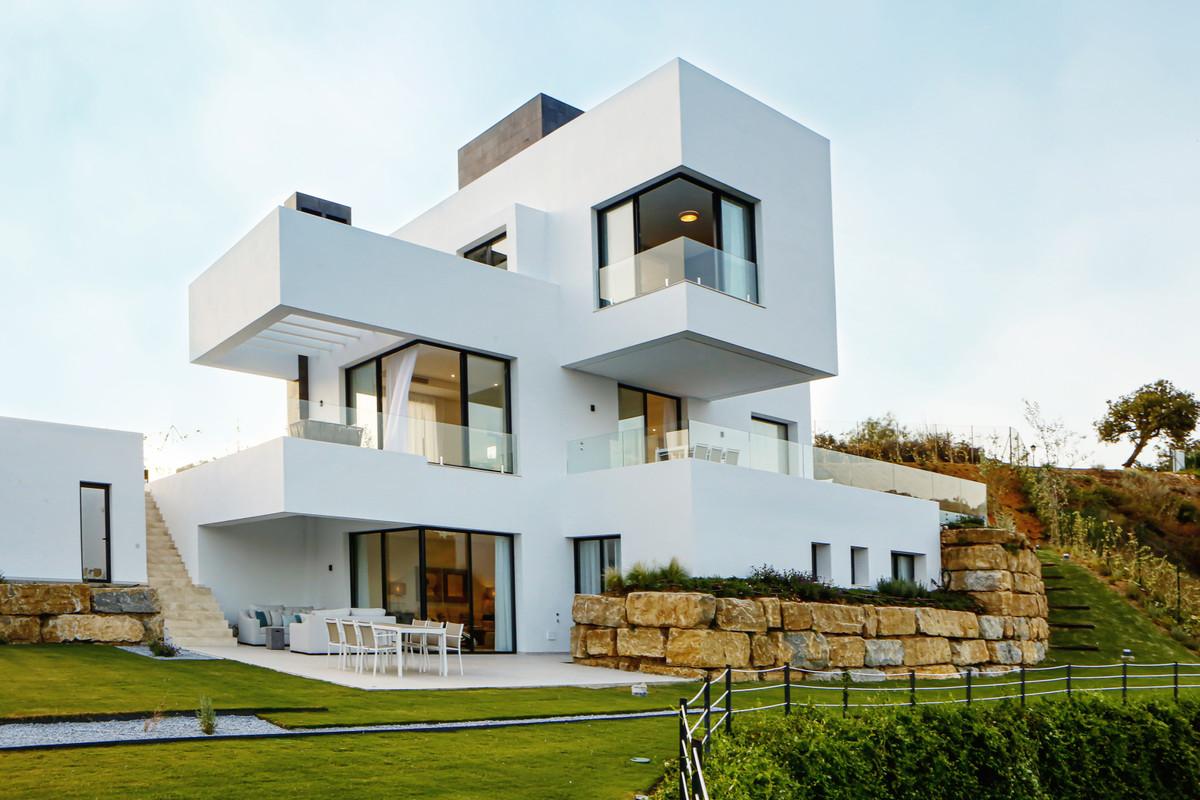 Villa for Sale in Benahavís - R3613619
