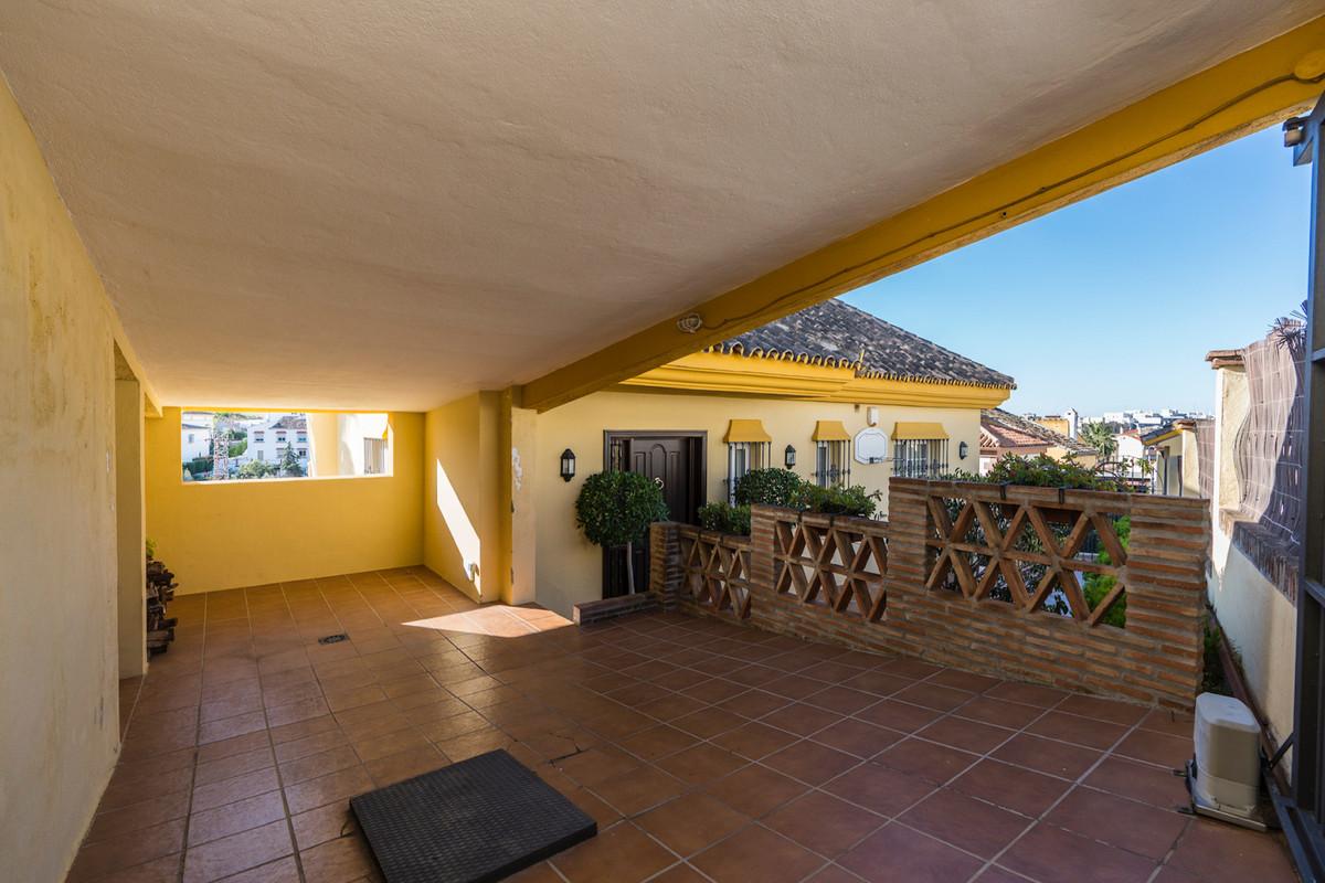 Villa en Venta en Marbella – R3867259
