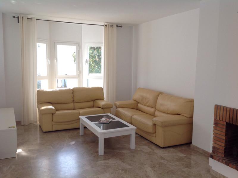 Marbella Banus Middle Floor Apartment, Nueva Andalucía – R3615026