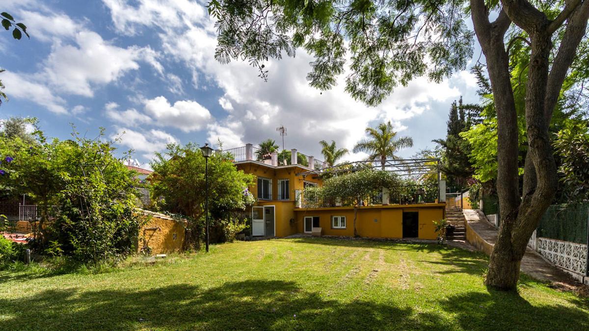 Villa en Venta en Marbella – R3644807