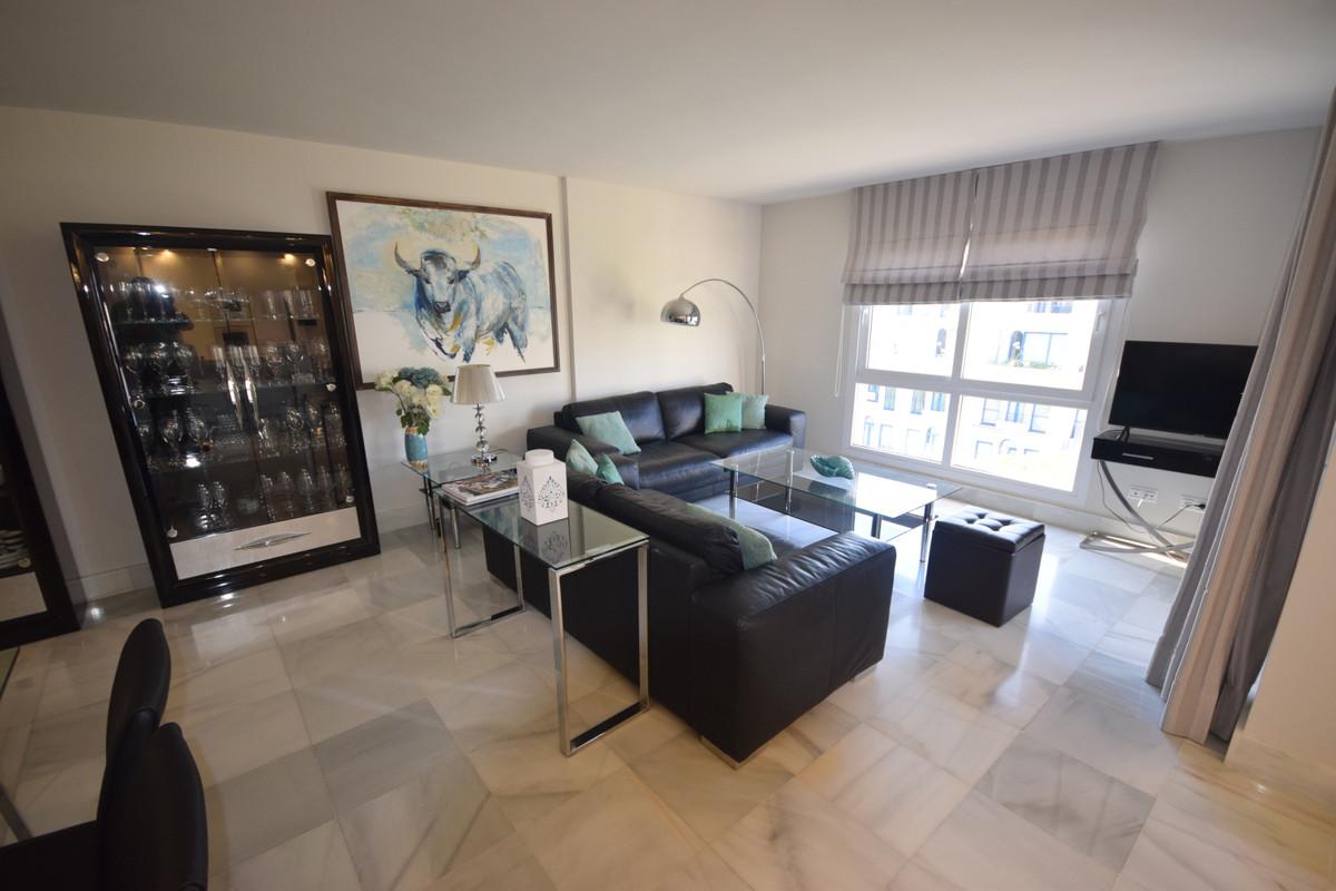Marbella Banus Apartamento Planta Media en Alquiler en Marbella – R3700958