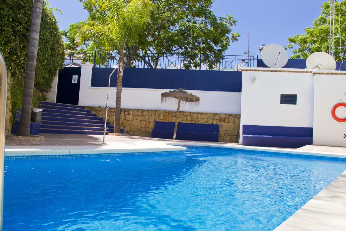 Marbella Banus Adosado en Venta en San Pedro de Alcántara – R3804052