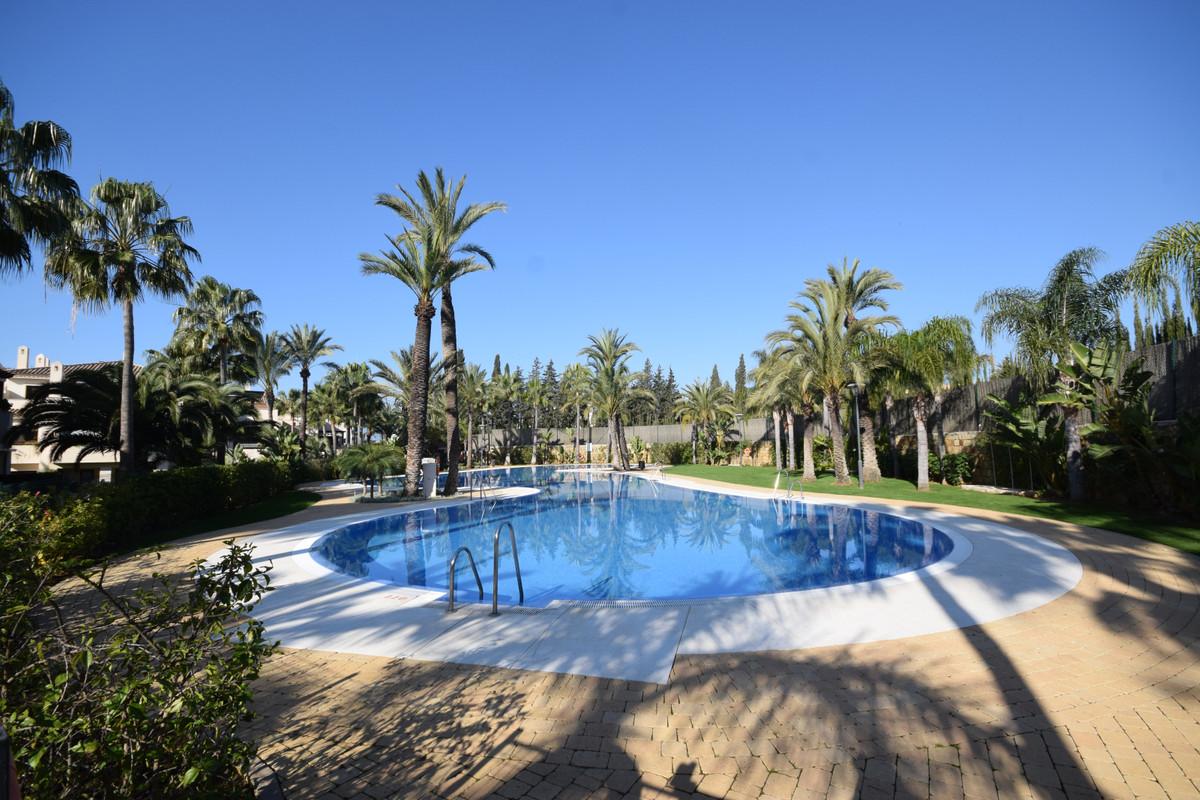 Marbella Banus Apartamento en Venta en Nueva Andalucía – R3610346