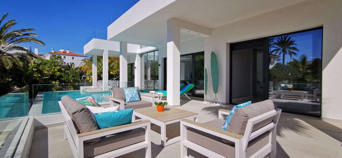 Marbella Banus Villa en Venta en Marbesa – R3782548