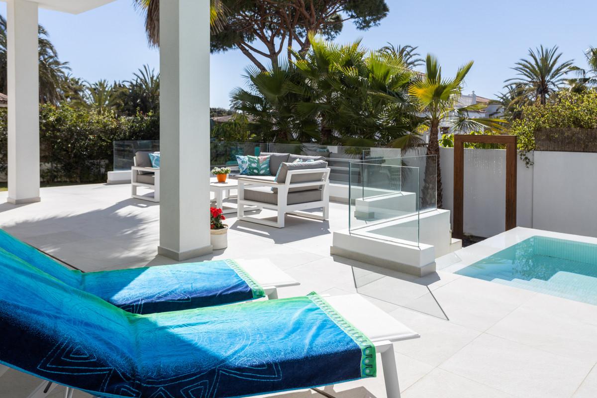 Villa en Venta en Marbesa – R3782548