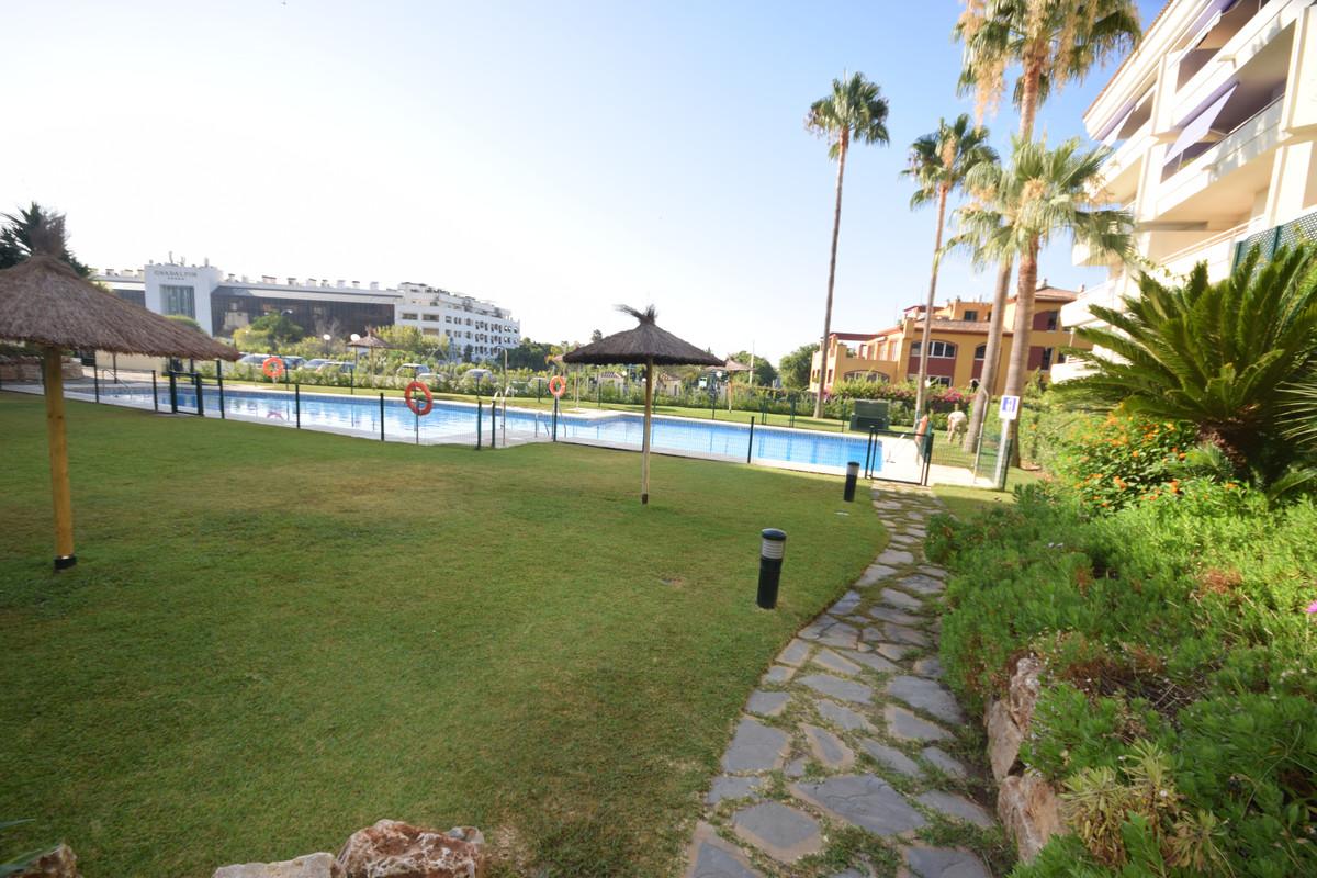 Marbella Banus Apartamento en Venta en Marbella – R3700289