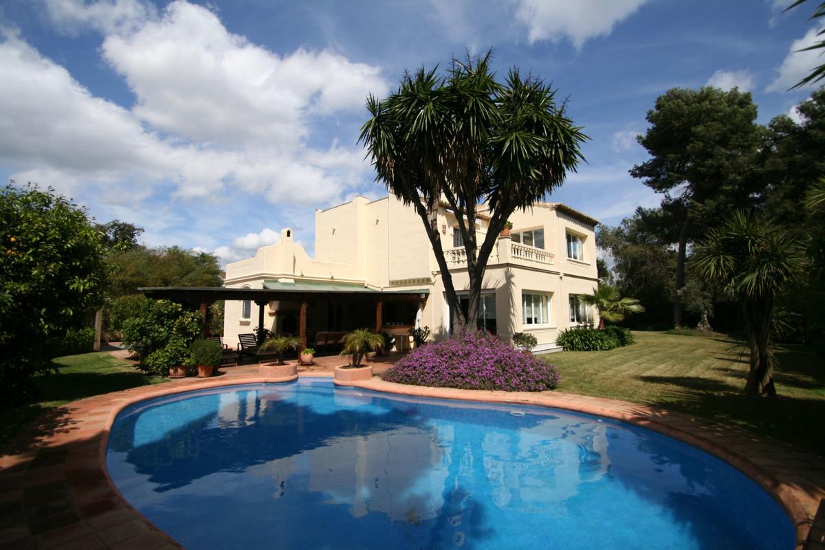 Marbella Banus Villa en Venta en New Golden Mile – R3836671