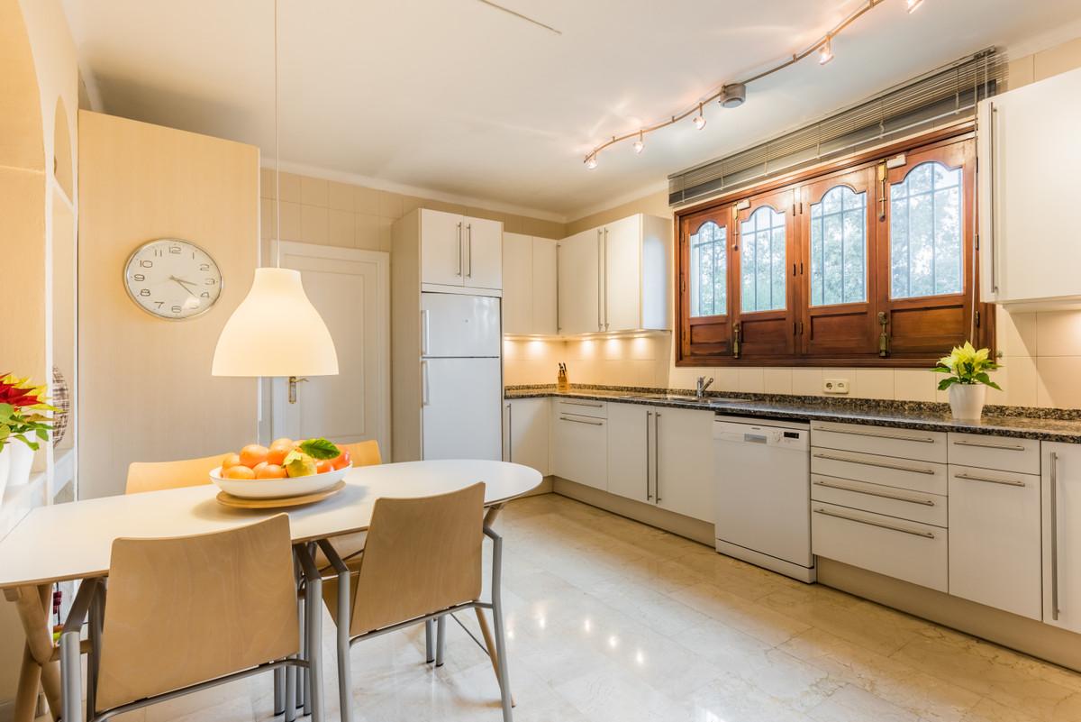 Villa à vendre à New Golden Mile - R3836671