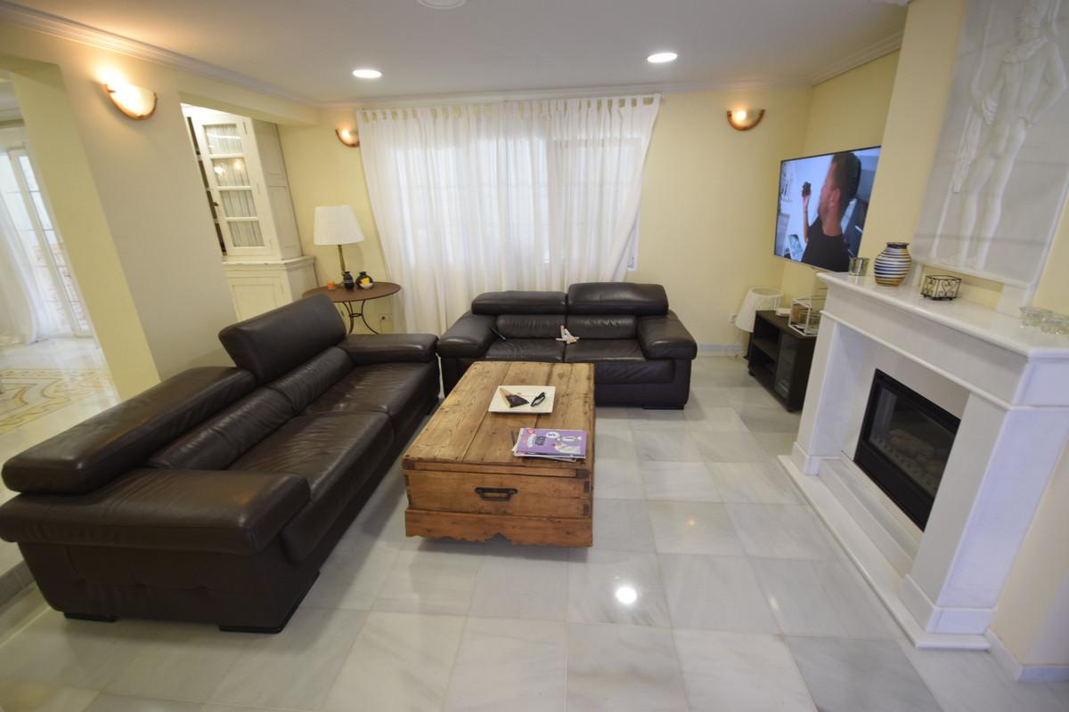 Villa en Venta en Nueva Andalucía – R3680570