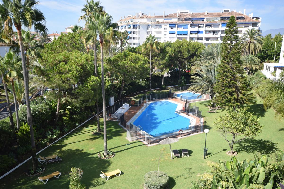 Marbella Banus Apartamento en Venta en Puerto Banús – R3699758