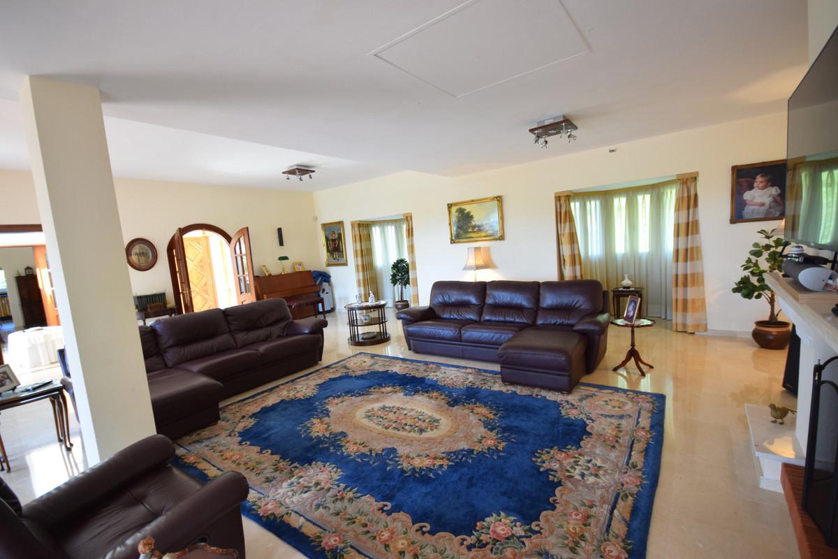 Villa en Venta en Benahavís – R3592777