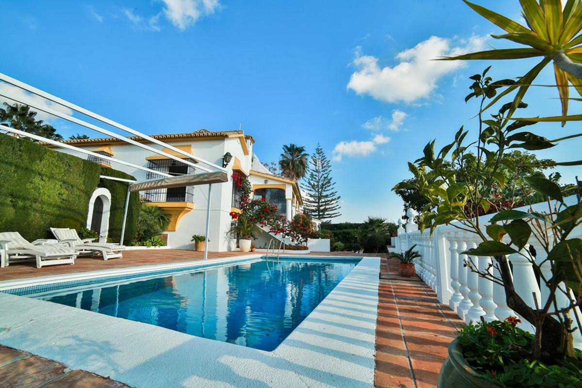 Marbella Banus Villa en Venta en Marbella – R3560965