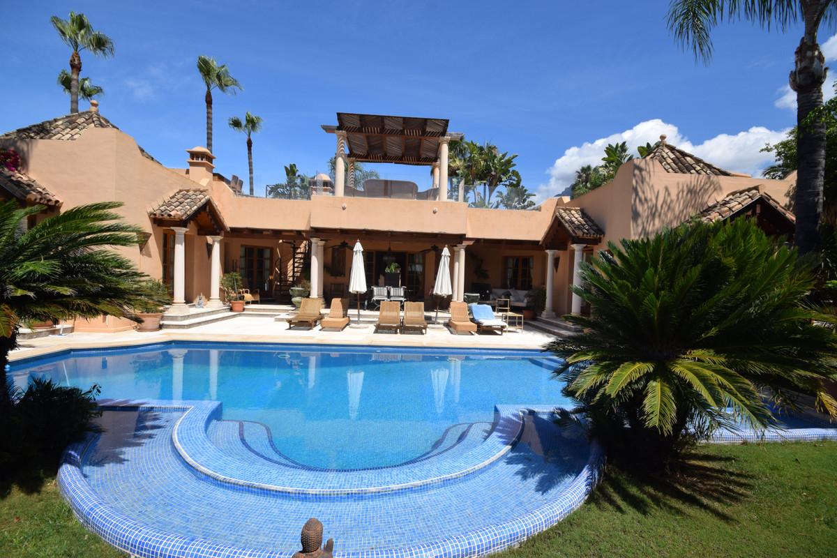 Marbella Banus Villa for Sale in Marbella – R3878353