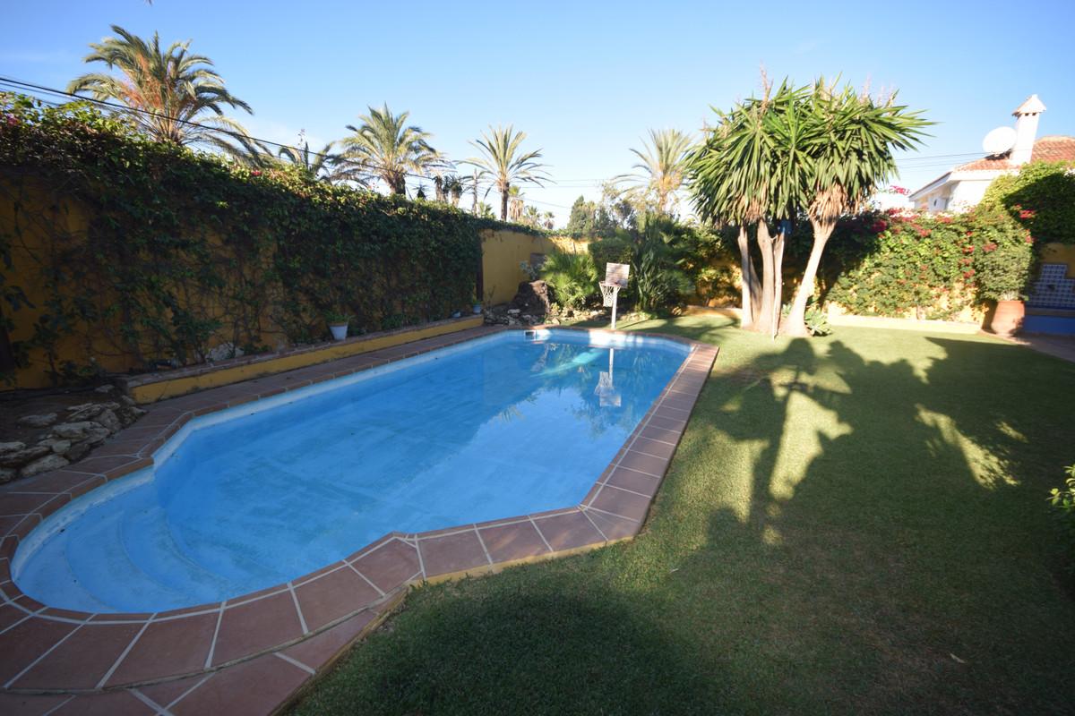 Villa en Venta en Marbesa – R3734560
