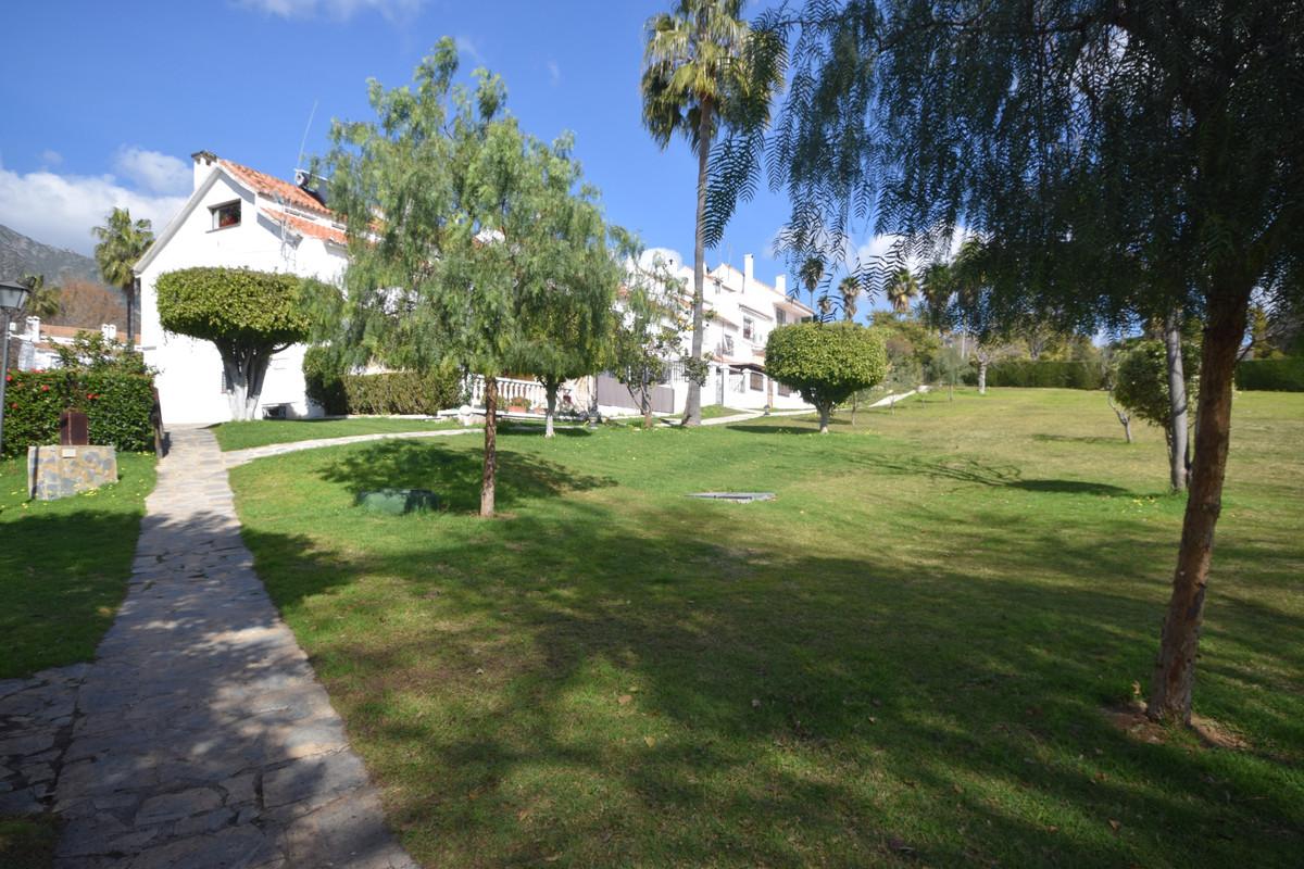 Adosado en Venta en Marbella – R3798298