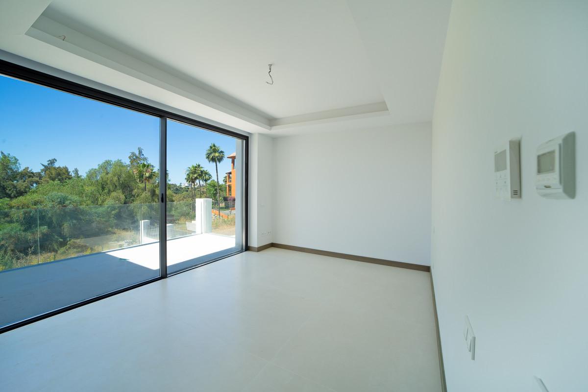 Villa en Venta en Benahavís – R3829807