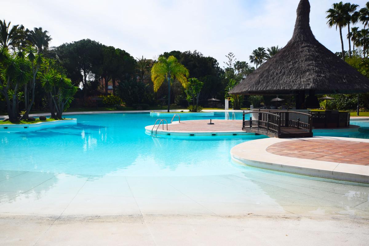 Marbella Banus Apartamento en Venta en New Golden Mile – R3805882