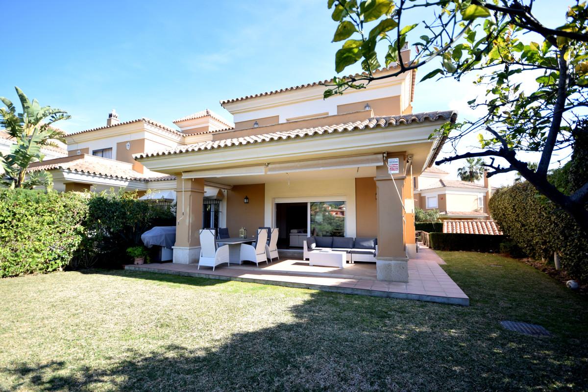 Marbella Banus Pareado en Venta en Santa Clara – R3823132