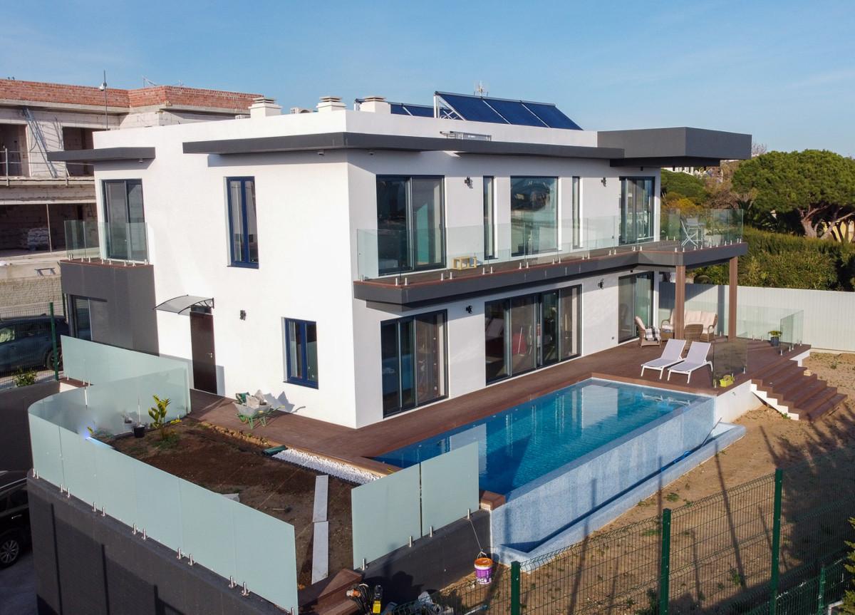 Marbella Banus Villa en Venta en Calahonda – R3838351