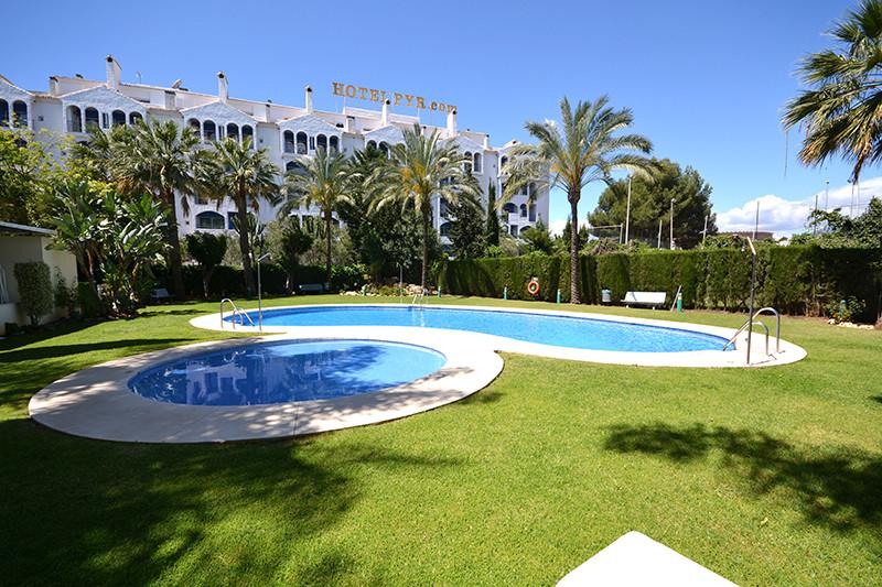 Marbella Banus Apartamento en Venta en Puerto Banús – R2804921
