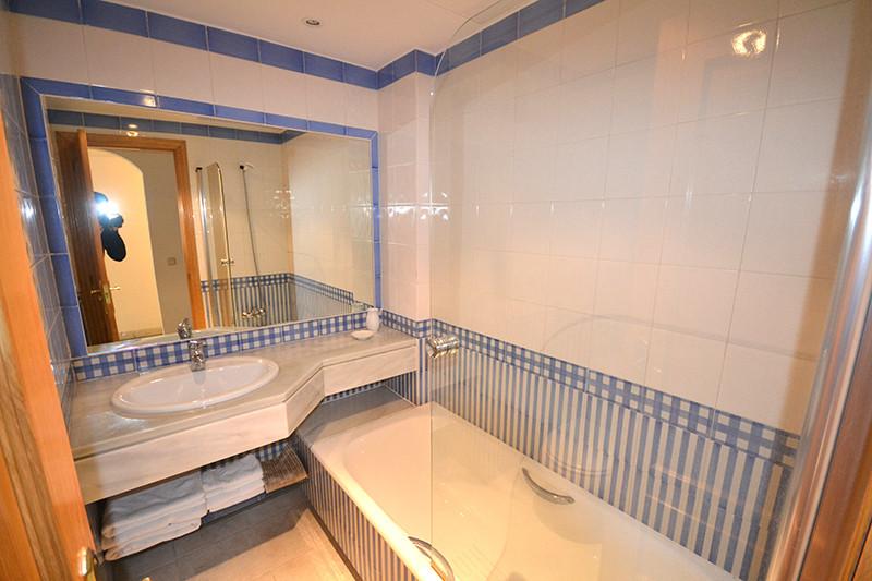 Apartment for Sale in Puerto Banus - R2804921