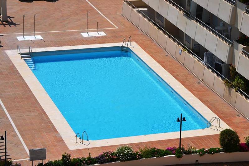 Apartamento Planta Media en Alquiler Vacacional, Marbella – R2683337
