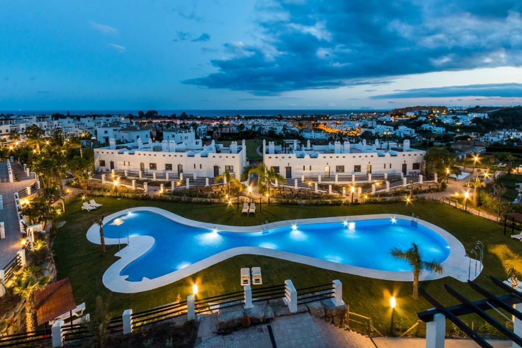 Middle Floor Apartment  for sale in  New Golden Mile, Costa del Sol