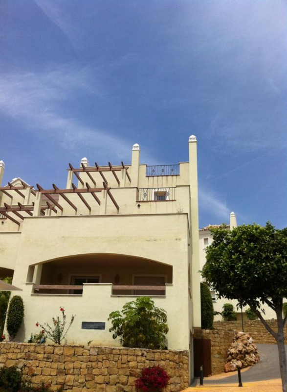 Penthouse  for rent in  Nueva Andalucía, Costa del Sol